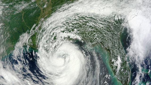 Тропический шторм Исаак из космоса