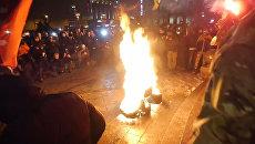 Радикалы в годовщину Майдана били стекла в офисе Медведчука и поджигали шины