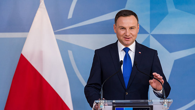 Президент Польши Анджей Дуда обращается к СМИ в штаб-квартире НАТО в Брюсселе. Архивное фото