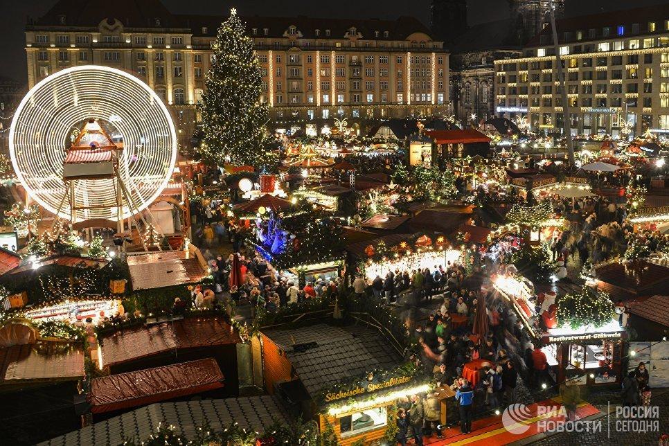 На открытии старейшей Рождественской ярмарки Штрицельмаркт в Дрездене