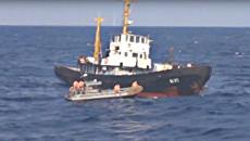 Стоп-кадр с видео спасения украинского судна российским кораблем Вице-адмирал Кулаков в Средиземном море