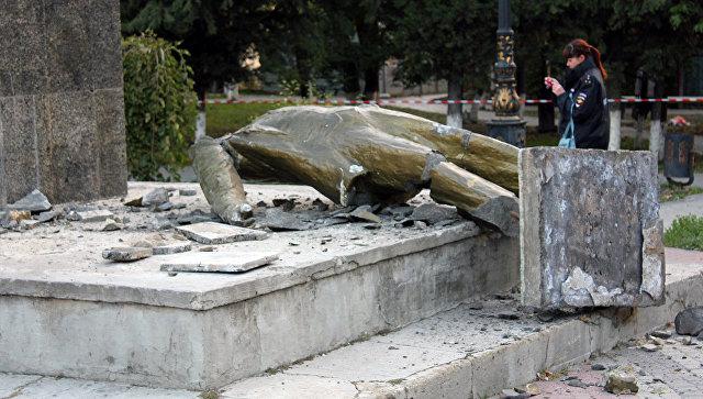 Разрушенный памятник Владимиру Ленину в Судаке. Архивное фото