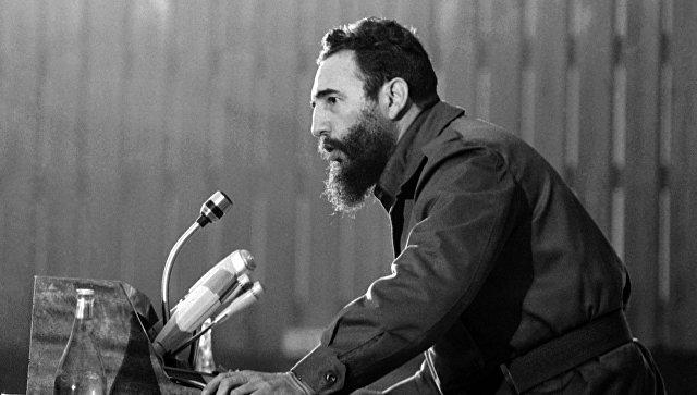 Фидель Кастро выступает на конференции в Алжире. 7 сентября 1973. Архивное фото