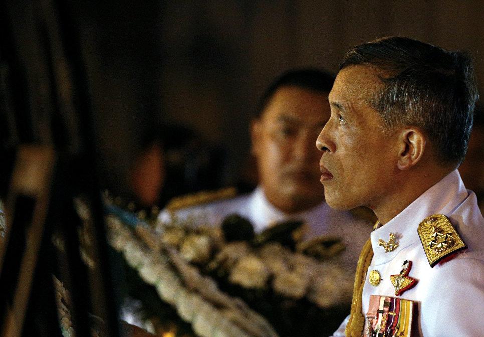 Принц Таиланда Маха Вачиралонгкорн во время траурных мероприятий в Бангкоке, Таиланд