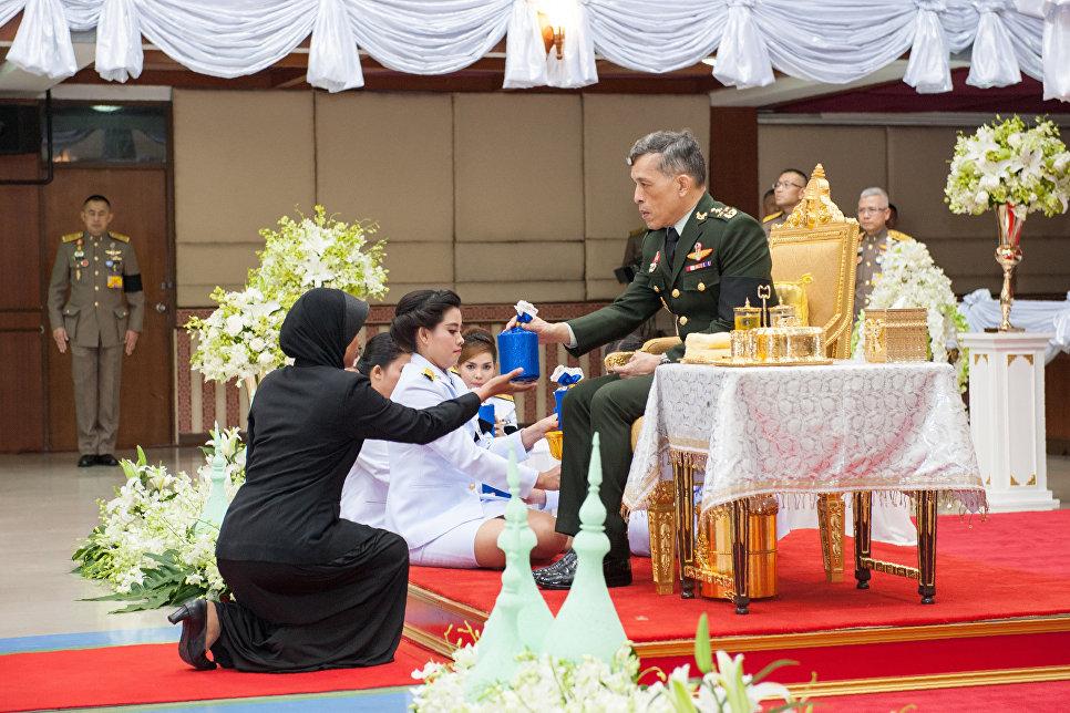 Принц Таиланда Маха Вачиралонгкорн на церемонии награждения победителей конкурса Чтецов Корана в провинции Паттани, Таиланд