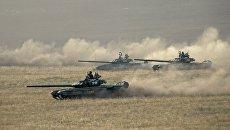 Танки вооруженных сил России во время стратегических командно-штабных учений Центр. Архивное фото