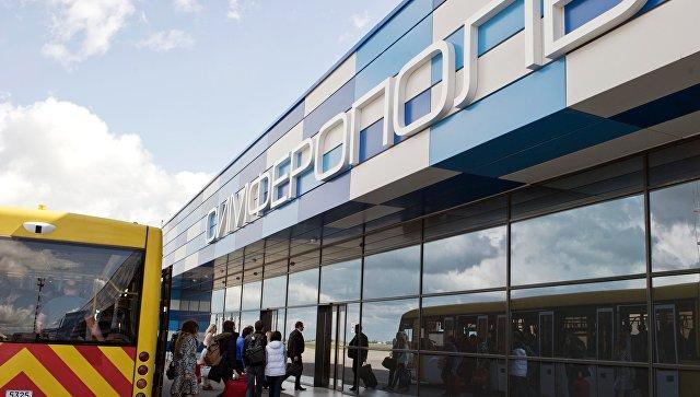 Автобус доставляет пассажиров в зал прилета международного аэропорта Симферополь. Архивное фото