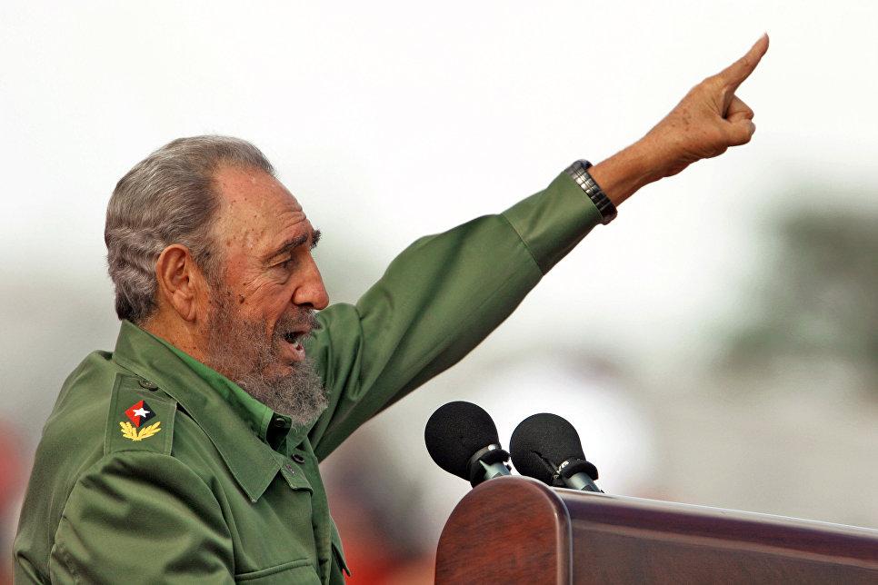 Фидель Кастро во время первомайской демонстрации в Гаване, 2006