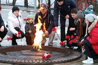 Возложение цветов к могиле Неизвестного солдата и памятнику 1200 воинам-гвардейцам в Калининграде
