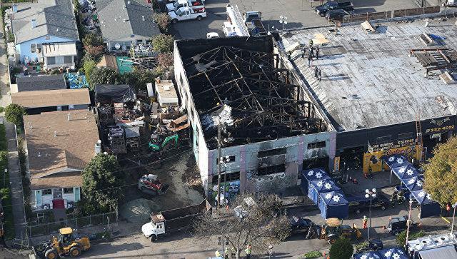 Сгоревший ночной клуб в Окленде, США. 4 декабря 2016