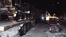 Сотрудники специальных служб на месте аварии на 926-м километре автодороги Тюмень — Ханты-Мансийск