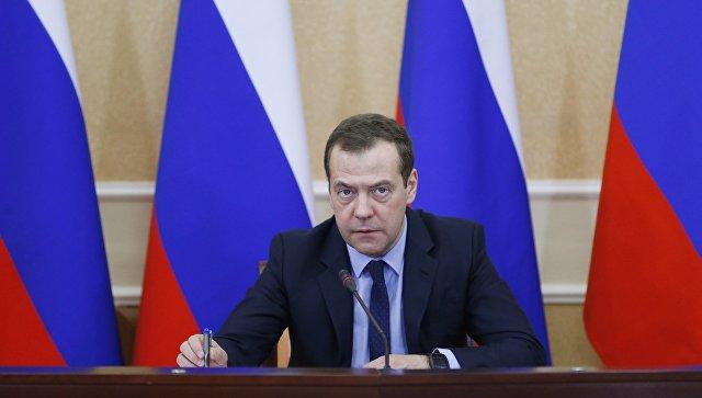 Медведев прибыл вОренбург, где посетит перинатальный центр
