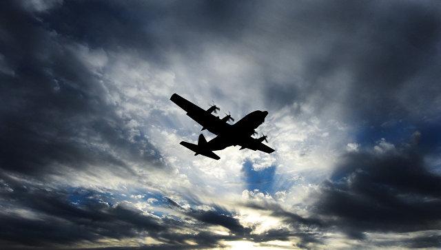 ВИндонезии самолет с военнослужащими врезался вгору
