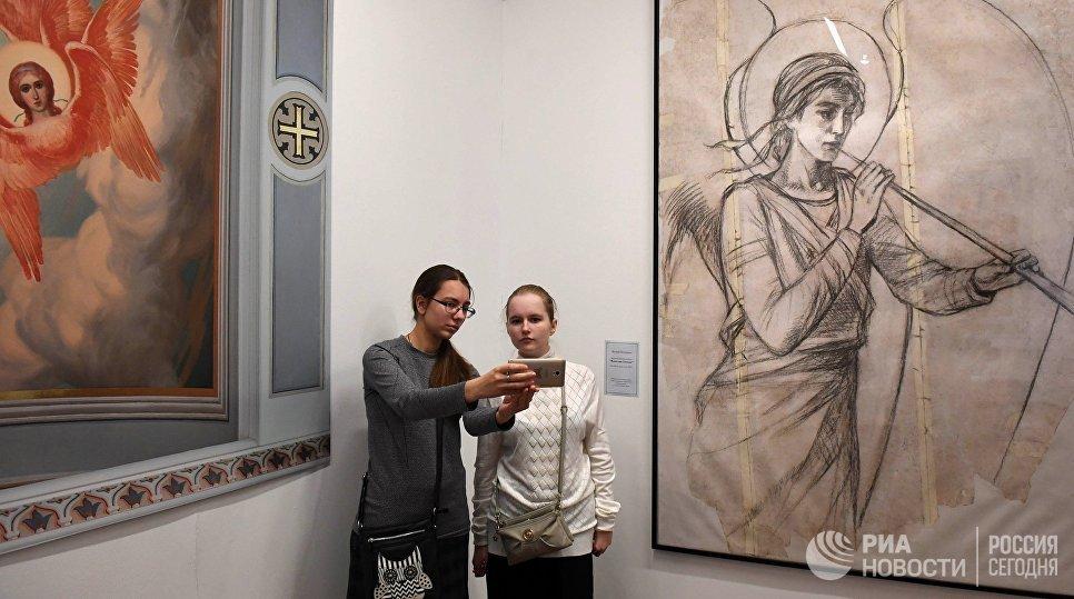 Работы Василия Нестеренко на  выставке Русский Афон