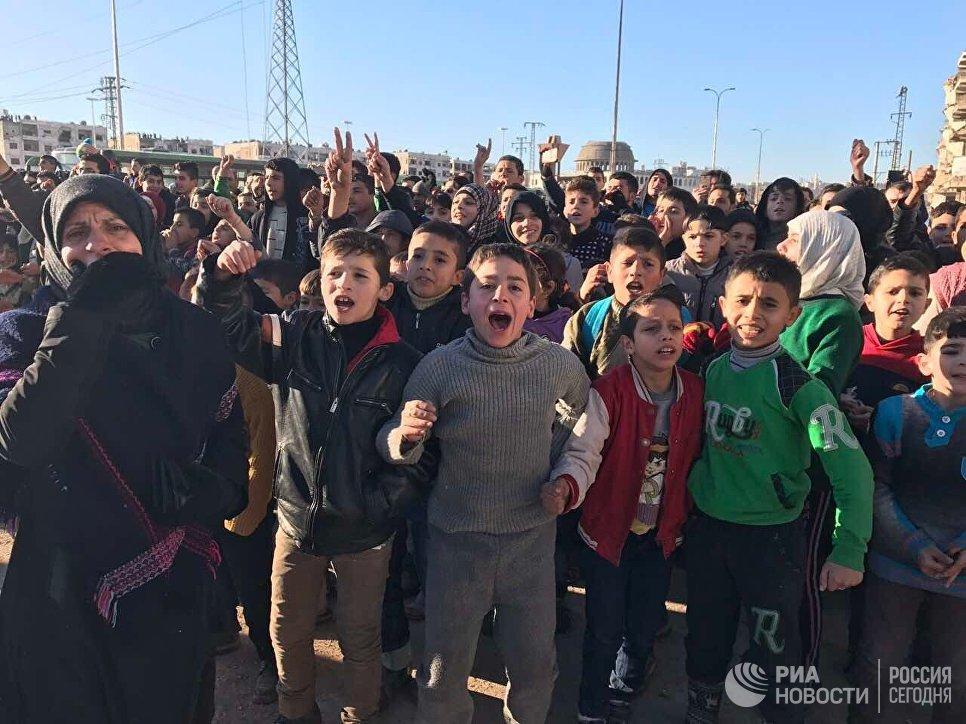 ИзАлеппо эвакуировали неменее 37 тыс. человек, проинформировал Чавушоглу
