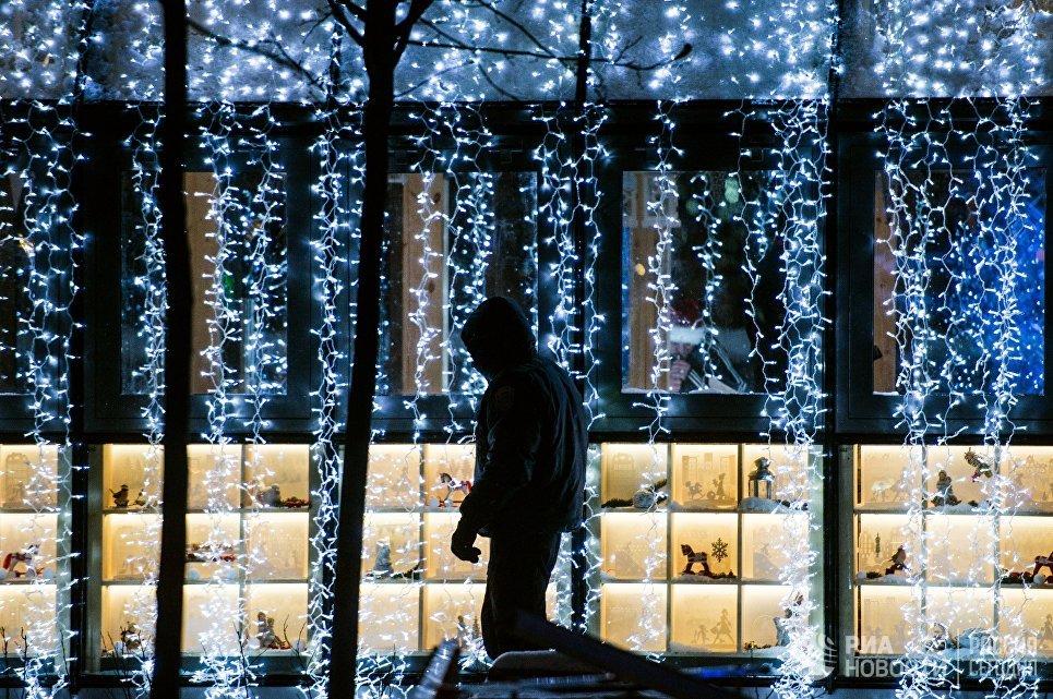 Новогодняя иллюминация на Пушкинской площади в Москве
