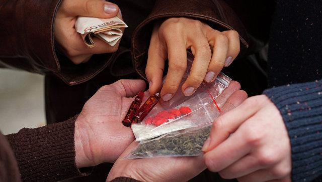 Употребление наркотиков. Архивное фото