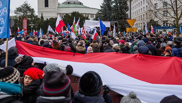 Антиправительственная демонстрация оппозиционных партий в Варшаве