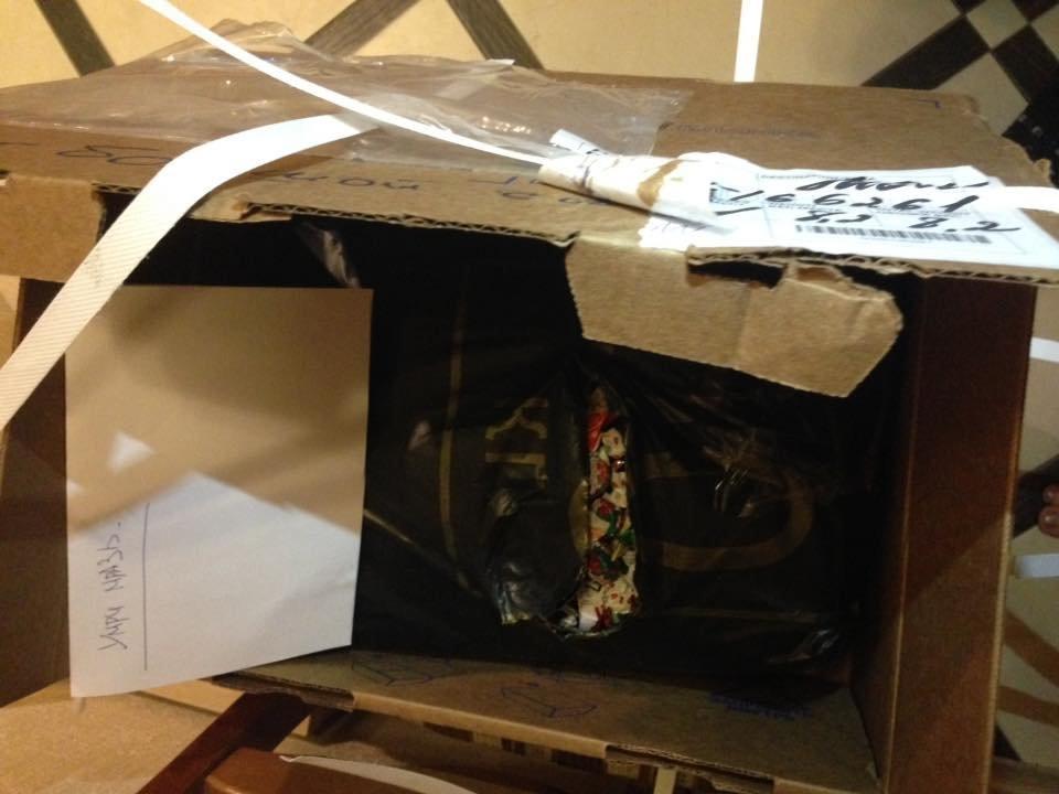 Москвичка хотела отправить конфеты другу в Азербайджан, но почтовая служба отказалась доставить подарок - ФОТО