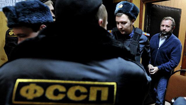 Медведев сказал контроль задействием коллекторов службе судебных приставов