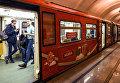 Новый состав поезда, посвящённого Кубку конфедераций FIFA 2017 на станции метро Белорусская Московского метрополитена