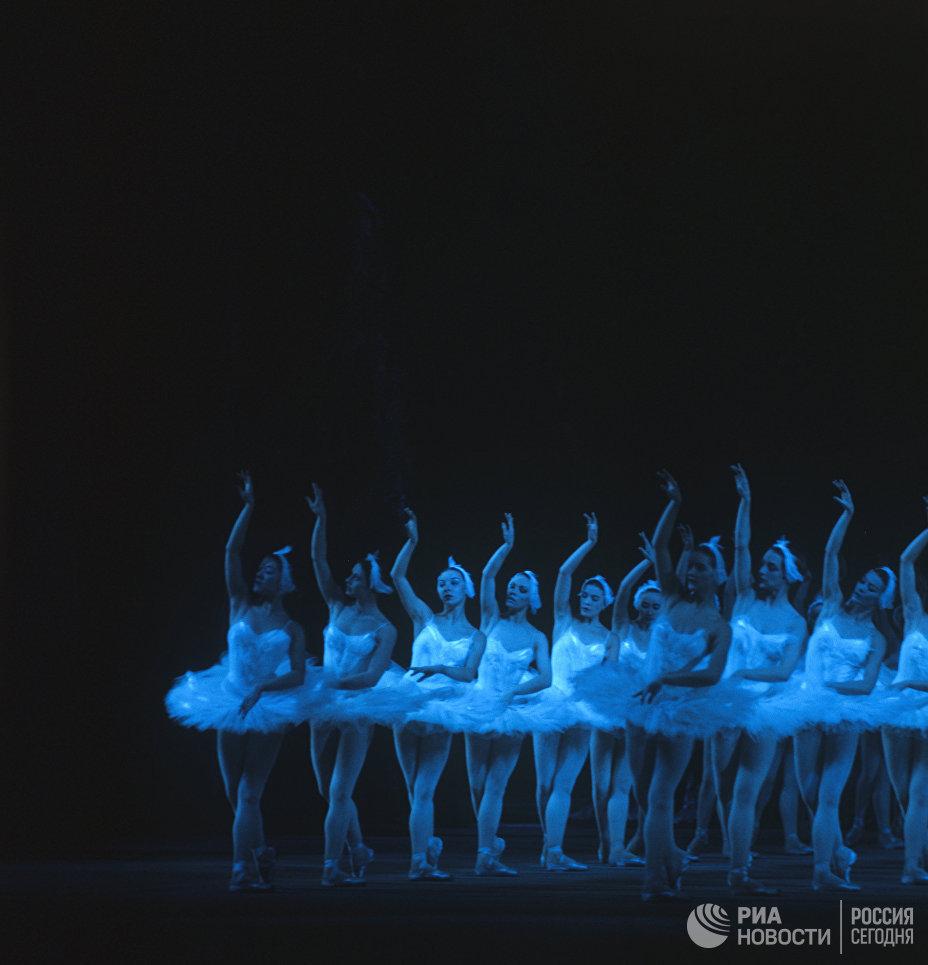 Балет Лебединое озеро в постановке Юрия Григоровича на сцене Большого театра