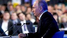 Президент РФ Владимир Путин на двенадцатой большой ежегодной пресс-конференции в Центре международной торговли на Красной Пресне. 23 декабря 2016