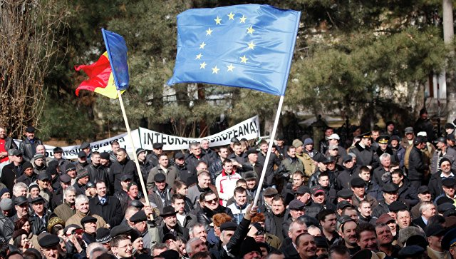Флаги Молдавии и Евросоюза. Архивное фото
