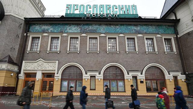 Мужчина умер под колесами поезда наЯрославском вокзале в столицеРФ