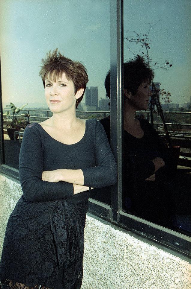 Американская актриса Кэрри Фишер в Беверли-Хиллз, Калифорния. 1990 год