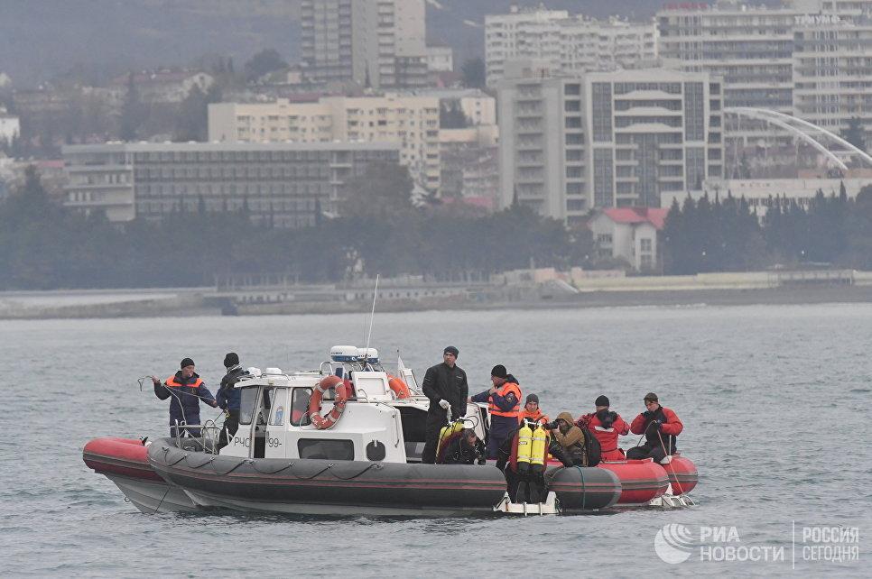 Поисково-спасательная операция на месте крушения самолета Ту-154 в Черном море у берегов Сочи