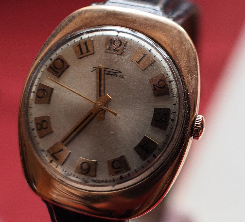 Часы марки Ракета, которые носил советский государственный деятель Леонид Брежнев, в музее студии дизайна завода Ракета.