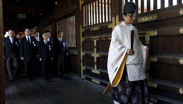Официальный Пекин возмутило посещения министром обороны Японии Томоми Инадой храма Ясукуни