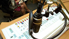 В радиостудии . Архив