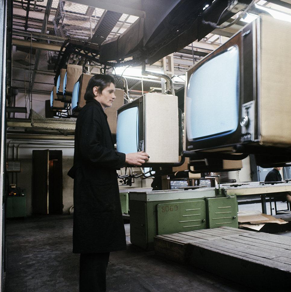 Литовские телевизоры Таурас-4 изготавливаются на Шяуляйском телевизионном заводе.
