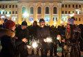Местные жители во время встречи Нового 2017 года на центральной площади в Томске