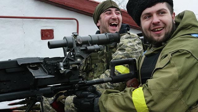 Украинские военнослужащие на боевой позиции возле села Чермалык Мариупольской области, Архивное фото
