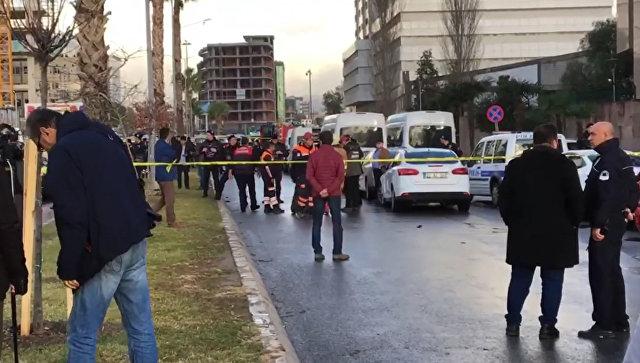 В турецком Измире у здания суда прогремел взрыв