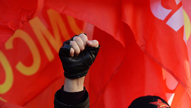 Шествие и митинг, посвященные годовщине Великой Октябрьской социалистической революции. Архивное фото