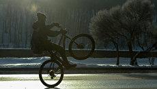 Участник зимнего Московского Велопарада. Архивное фото