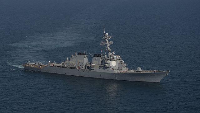 Корабль ВМС США открыл огонь в сторону иранских катеров