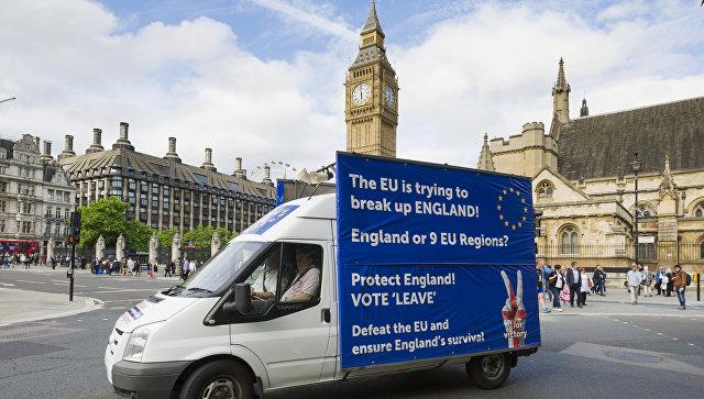 Грузовик у здания британского парламента в Лондоне