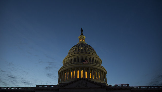 Здание Конгресса США на Капитолийском холме в Вашингтоне. Архивное фото
