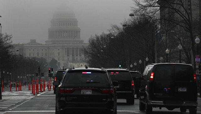 Президентский кортеж у здания Конгресса в Вашингтоне, где проходит обсуждение реформы здравоохранения США. 4 января 2017