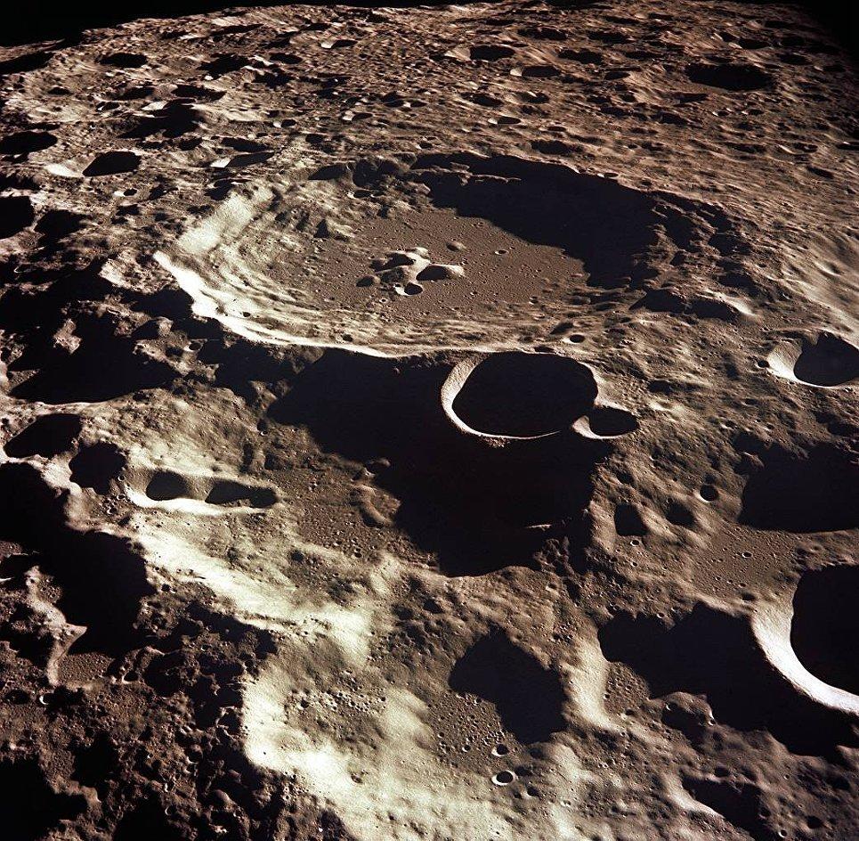 Кратер на Луне