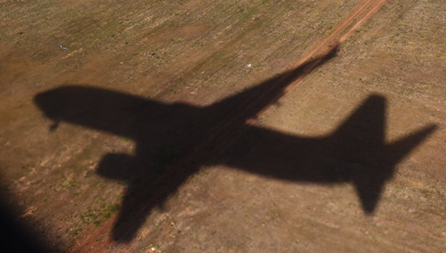 Тень летящего самолета