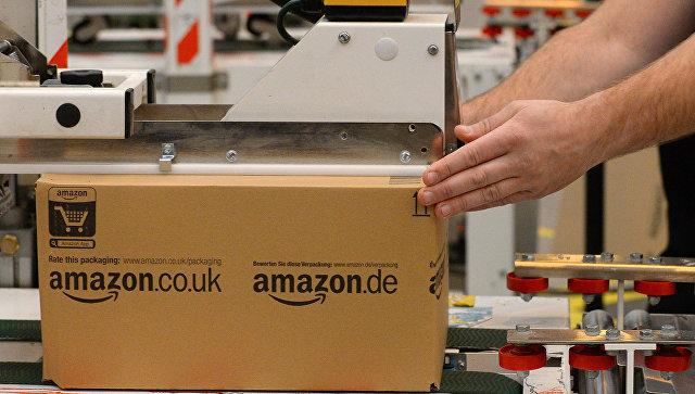 Упаковка товаров на складе компании Amazon в Великобритании. Архивное фото