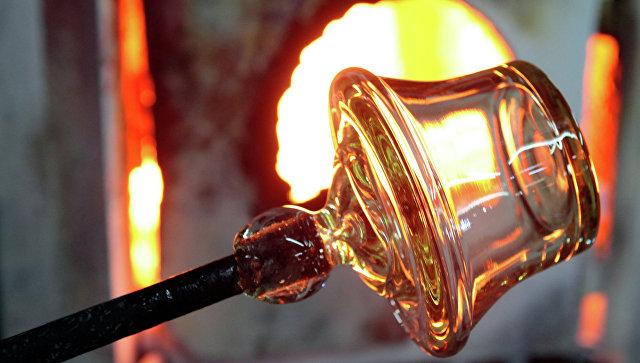 Физики выяснили, как бьется металлическое стекло