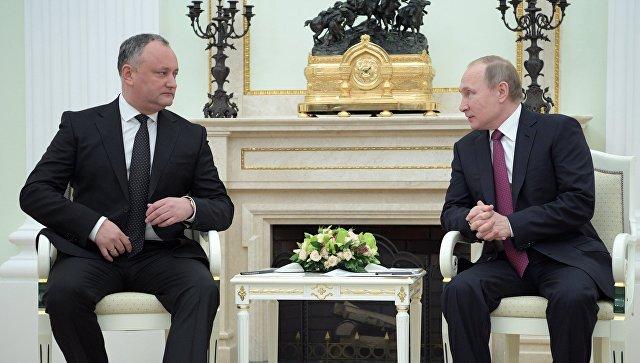 17 января 2016. Президент РФ Владимир Путин и президент Молдовы Игорь Додон (слева) во время встречи в Кремле. Архивное фото