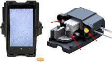 Телефон (слева) с подключенной к нему системой расшифровки ДНК (справа)
